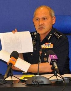 TUN HISAN menunjukkan senarai pusat judi haram yang beroperasi di Selangor di Shah Alam semalam.